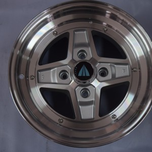 15″ Enkei SK47 Apache Silver bnew mags(4H-PCD114)