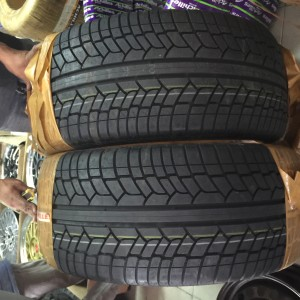 305-40-R22 Achilles Bnew  Tires