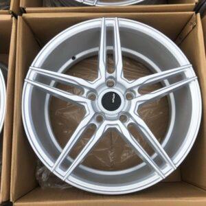 17″ ADV5 Silver 5Holes pcd 114 Brandnew magwheels