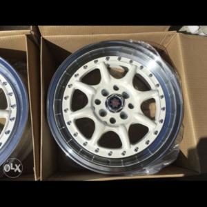 15 Scarlet DY0025 Magwheels white 4Holes pcd 100 n 114
