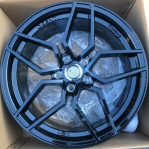 18 Dcenti STW554 Magwheels 5Holes PCD 108 bnew full black focus or volvo