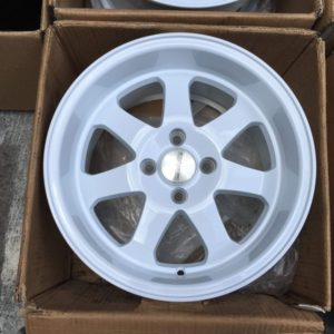 15×8 Ryver G23 Glossy white mags 4Holes PCD 100 Bnew