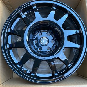 17″ Overland Renegade Black Mags 6Holes pcd 114 bnew fit Navara and Terra